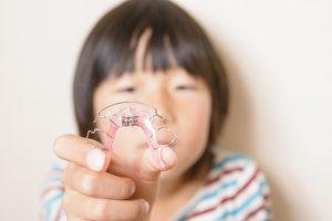 子供の矯正はいつから始める?小児矯正の1期治療・2期治療とは?