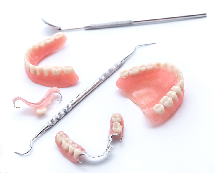 入れ歯とブリッジの違い